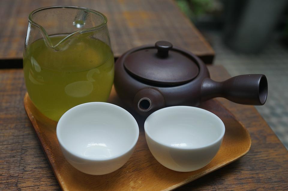 温かいオーガニックのお茶